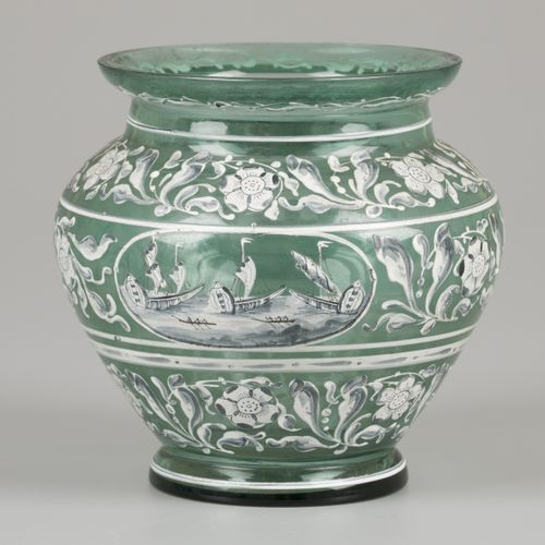 A glass vase with enamelled motif, Italy, 19th century. 手绘的各种边框图案的叶子,其中有两个开花的,两个…