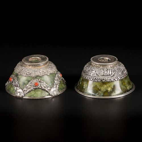 A set of (2) 'spinach jade' bowls with silver mounts, Tibet, ca. 1900. 直径约10.1和1…