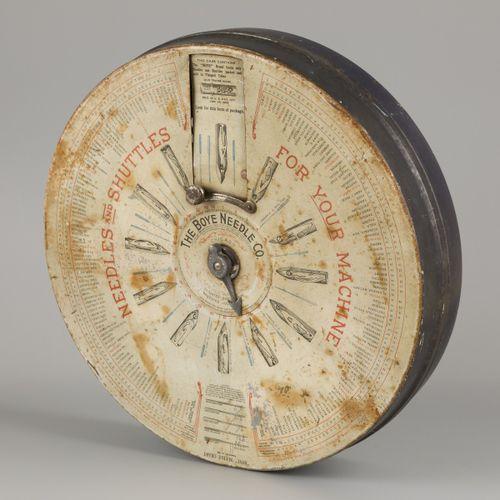 """Een """"Boyde"""" needle chart, ca. 1910. 博伊德针业公司。芝加哥。直径40.5厘米。估计:40 60欧元。"""