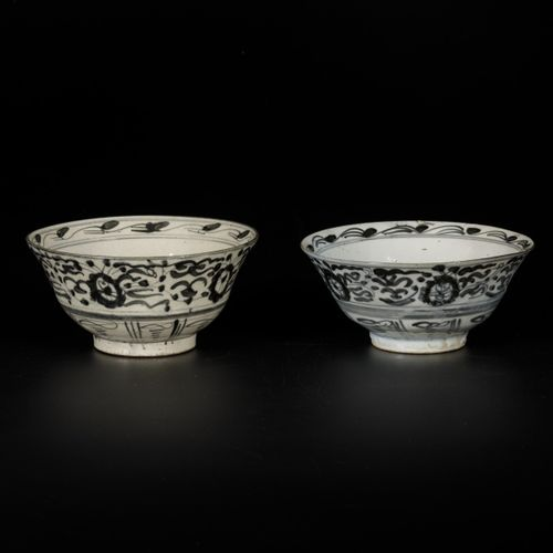 A lot of (2) Swatow bowls, China, 19th century. Diam. 16 cm. Estimation : 50 100…