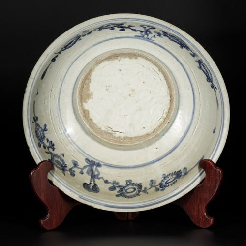 A large Swatow dish decorated with phoenix, China Ming Dynasty, 16th century. 直径…