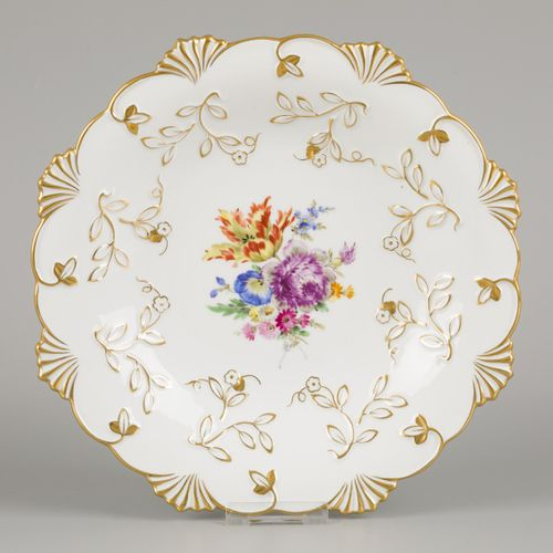 A porcelain dish decorated with flowers and gilded motifs, Meissen, late 20th ce…
