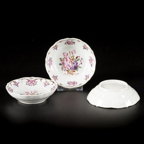A set of (3) porcelain deep plates with famille rose decoration, China, 18th cen…