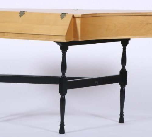 A spinet, marked Joannes Collette (XX), Dutch, circa 2000. 榉木,安放在一个发黑的木头下部。测量。20…