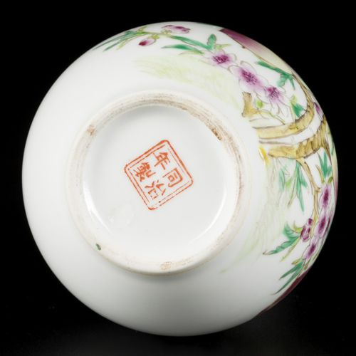 A porcelain pipe vase with peach decor, China, 1st half 20th century. H. 17 cm. …