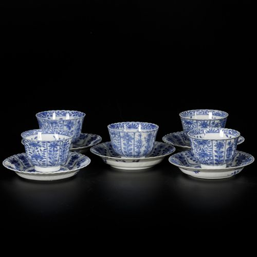 A set of (5) porcelain cups and saucers with floral decor, marked Kangxi. China,…