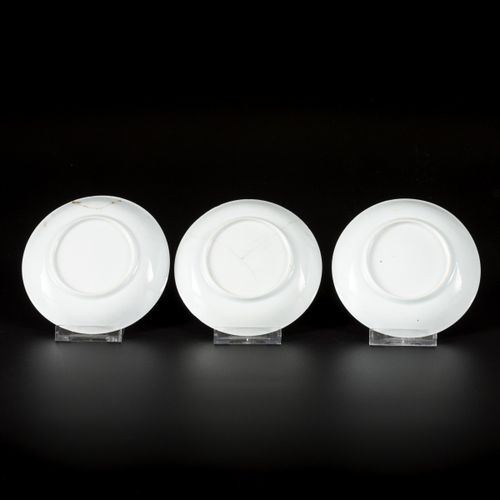 A set of (9) porcelain plates with floral decoration in reversed technique, Chin…