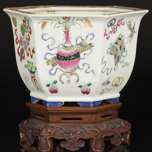 A porcelain cachepot florally decorated with antiques on a wooden base, China, 2…