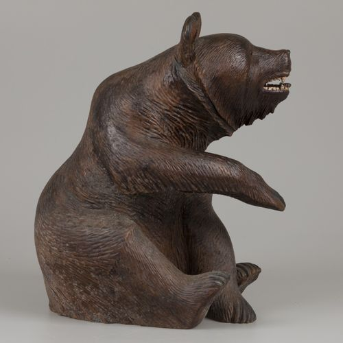 A 'Black Forrest' oak sculture of a bear, Southern Germany, ca. 1920/1930. 测量。长:…