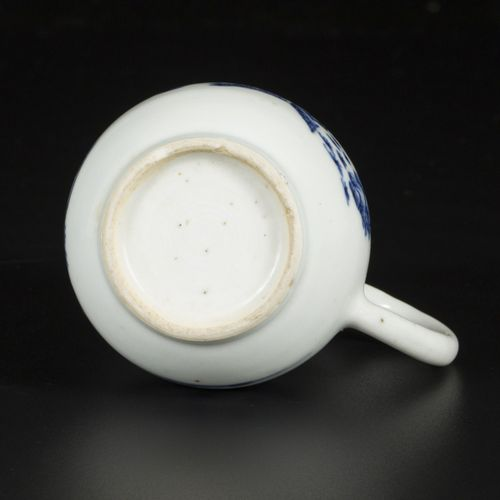 A lot consisting of a porcelain chocolate jug and a moonbottle, marked Kangxi. C…