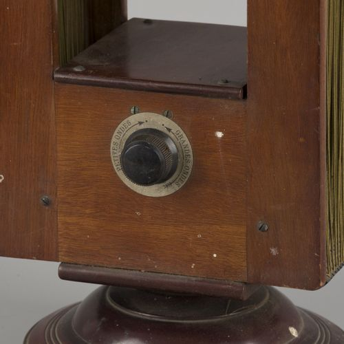 A radio antenna, Belgium, 1st half 20th C. 在一个旋转的底座上。尺寸。60 x 14 x 23 厘米。估计:60 80…