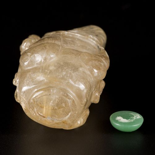 A rock crystal snuff bottle decorated with gourd, China, 19th century. H. 6 cm E…
