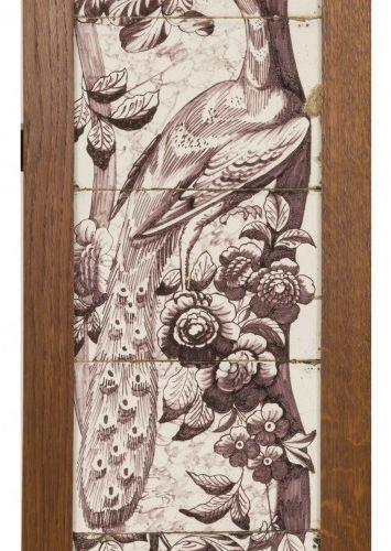 A fragment of a tile scene, Dutch, 18th century. 有莆田人和孔雀的装饰,还有描绘鹦鹉的瓷砖,装在一个橡木框架里。…