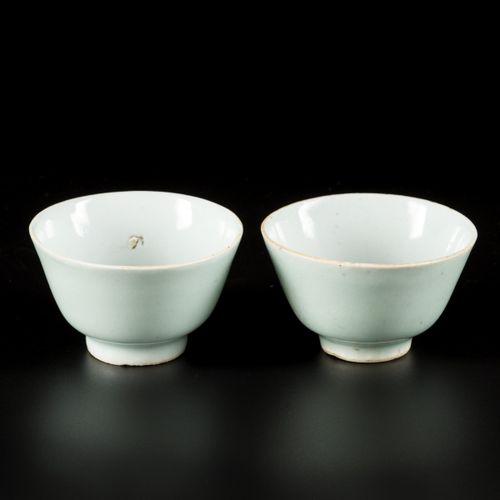 A set of (2) celadon bowls, China, 19th century. Dim. 6 x 9 cm. Épilation. Estim…