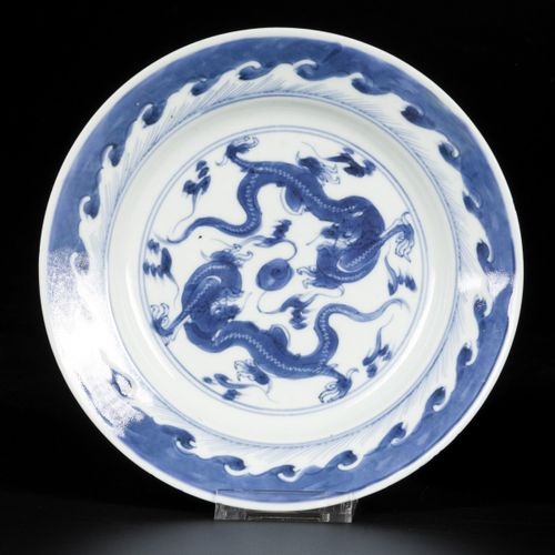 A set of (3) porcelain plates with dragon/flaming pearl decor, China, 18th centu…
