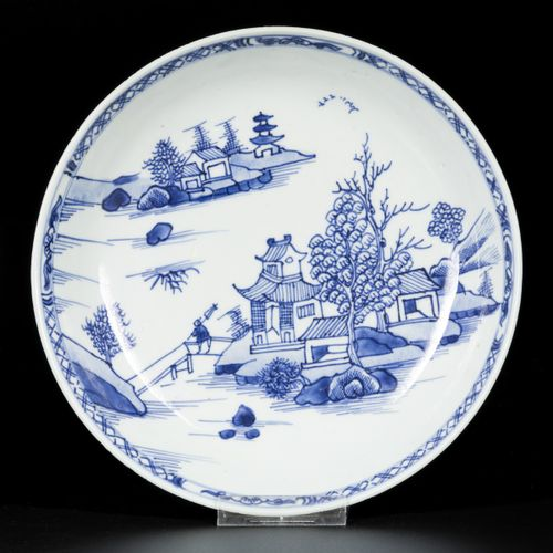A lot comprising (3) porcelain plates with river/pagoda decor, China, 18th centu…