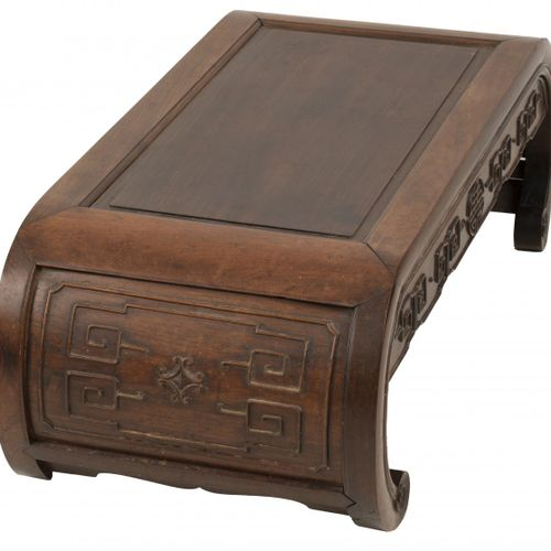 A hardwood scroll music table/ kneeling bench, China, 20th century. Avec divers …