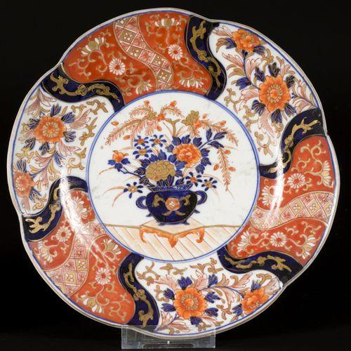 A lot comprising (2) porcelain lobed Imari plates with floral decoration, Japan,…