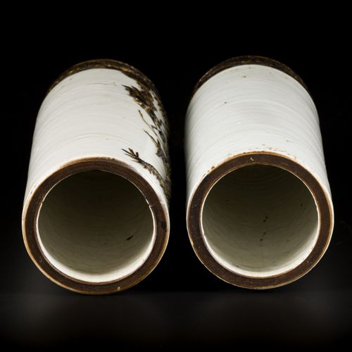 A set of (2) cylinder vases in Nanking earthenware, decorated with dragons, Chin…