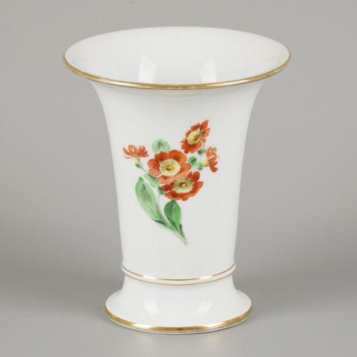 A porcelain beaker vase decorated with flowers, Meissen, late 20th century. Dim.…