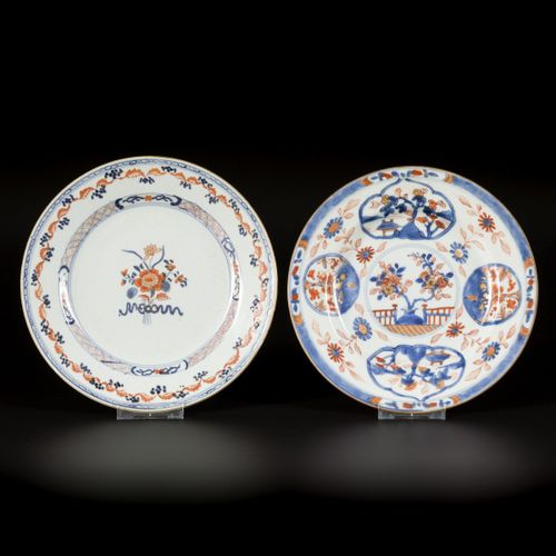 A lot comprised of (2) porcelain plates with Imari decoration, China, 18th centu…