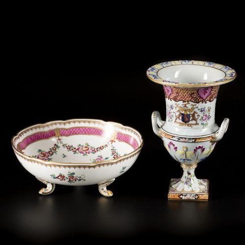 A lot comprising porcelain items a.W. A wetfruit bowl and a vase with floral dec…