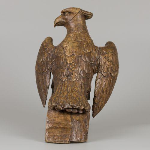 A wooden sculpture of an eagle, ca. 1920. Plusieurs fissures, H. 45 cm. Estimati…
