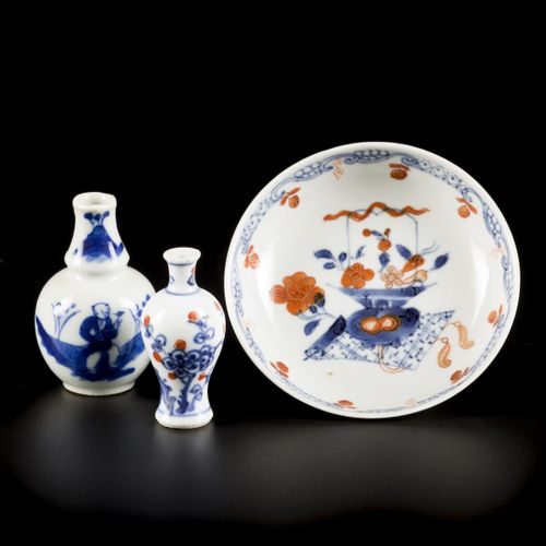 A lot of various porcelain comprised of a saucer with Imari decoration and (2) m…