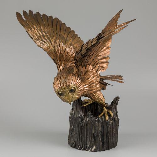Roger PINTENS (1931 2014), A brass owl on a cast bronze pedestal. Signé avec les…