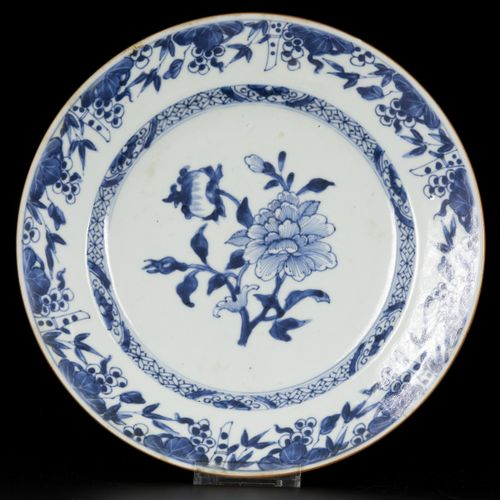 A set of (2) porcelain plates with floral decoration in the centre, and with gra…