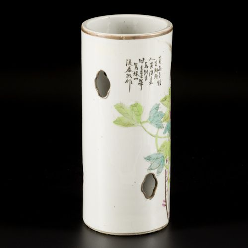 A porcelain openworked Qianjiang Cai hat stand, China, 19th century. Dim. 28 x 1…