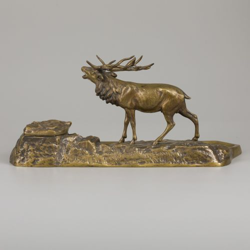 A bronze inkwell in the shape of a stag in a rocky landscape, ca. 1900. 包括一个瓷制的墨…