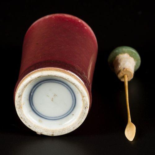 A porcelain sang de boeuf snuff bottle, China, 19th century. H. 9 cm. Estimation…