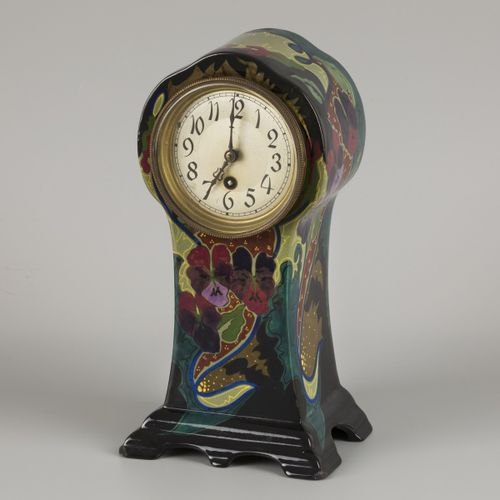 A ceramic mantel clock with floral decoration. Gouda, 1st half of the 20th centu…