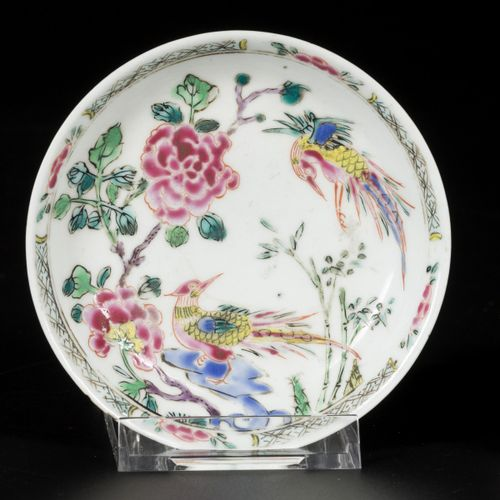 A lot of (2) porcelain famille rose saucers and a cup, China, Yongzhen. 直径12厘米。缺…