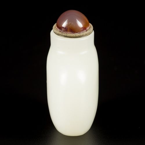 A Hetian white jade snuff bottle, spherical model, China, 18th/19th century. H.6…