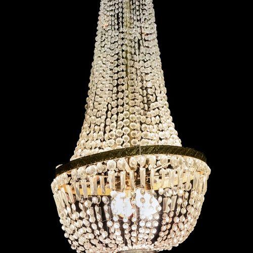 An Empire style pocket chandelier, France, 20th century. 上部有许多带玻璃坠子的链子,通向一个圆圈,底部…