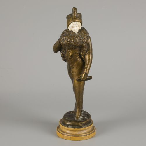 E. Thomasson (XIX XX), A bronze sculpture of an elegant lady with a fur muff, Be…