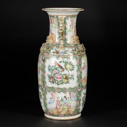A porcelain baluster vase with Canton decor, China, 19th century. Dim.44 x 20 cm…