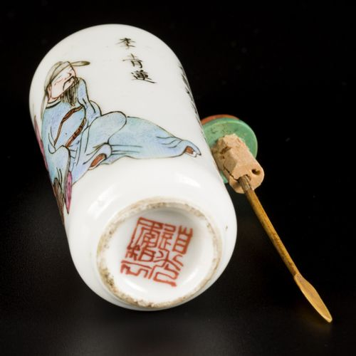 A porcelain snuff bottle with wu xuan pu decoration, marked in period, China, Da…