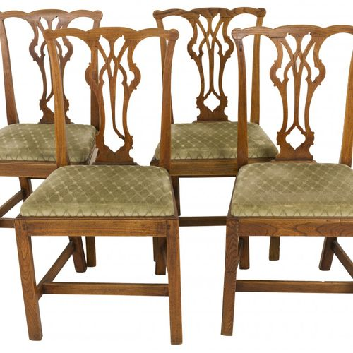 A set of (4) Chippendale style chairs, England, 2nd quarter 18th century. 背板是镂空的…