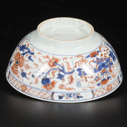 A porcelain bowl with Imari decoration. China, 18th century. Diam. 22,5 cm. Epid…