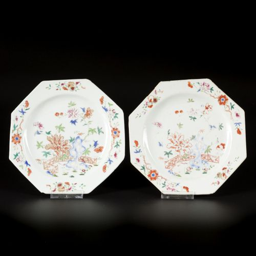 A set of (5) porcelain famille rose plates angled model, floral decor with trell…