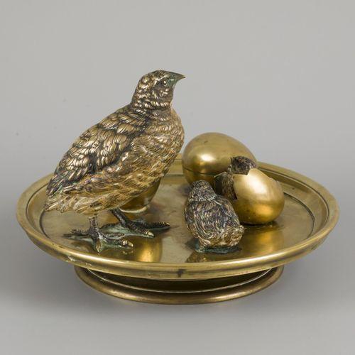 An inkwell shaped as a birds' nest with quails, Austria(?), ca. 1900. 有一个鹌鹑形状的人物…