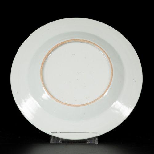 A set of (6) porcelain plates with floral decoration, China, Qianlong. Diam. 16,…