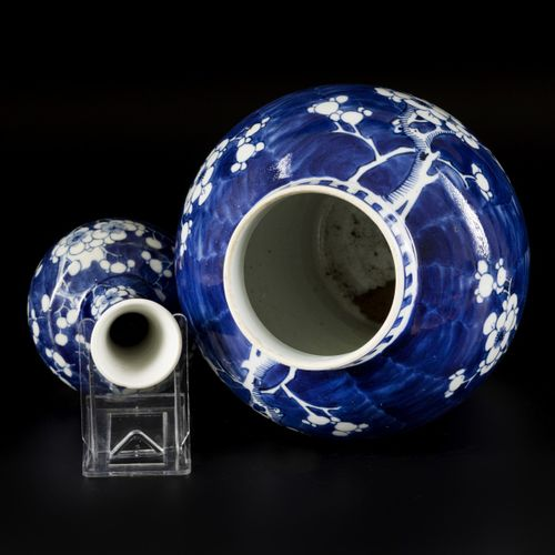 A lot comprising porcelain items a.W. A lidded vase and a pipe vase with Prunus …