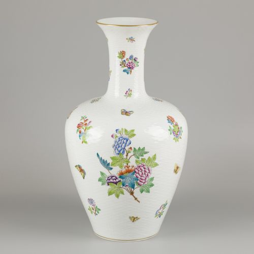 A porcelain baluster vase with Queen Victoria decor, Herend, 1st half 20th centu…