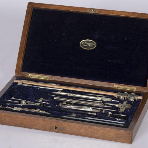 An extensive set of compasses in wooden case, Dutch, 1st half 20th century. Le j…