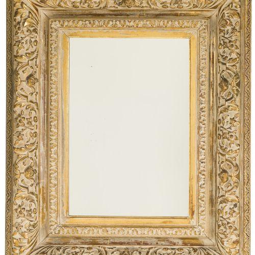 A rectangular gold painted mirror frame, 20th century. 框架用石膏涂抹,有丰富的装饰。