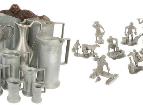 A lot with various pewter items, 20th century. 估计:20 30欧元。